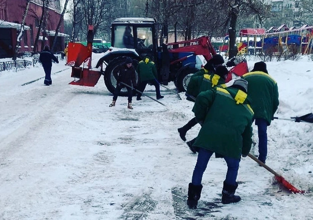 В Люберцах почти 200 спецмашин борются со снегом